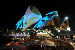 Teatro da ópera de Sydney vívido Imagens de Stock Royalty Free