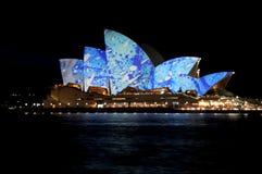 Teatro da ópera de Sydney vívido Fotografia de Stock