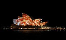Teatro da ópera de Sydney vívido Foto de Stock Royalty Free