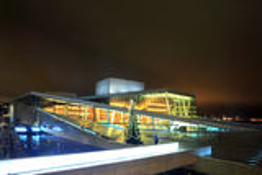 Teatro da ópera Noruega de Oslo fotografia de stock