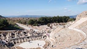 Teatro da cidade antiga de Ephesus em novembro no dia ensolarado, Turquia de Timelapse video estoque