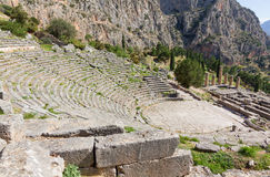 Teatro de Delphi y templo de Apolo, Grecia Foto de archivo