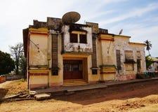 Teatro de filmes velho em Guiné-Bissau fotos de stock royalty free