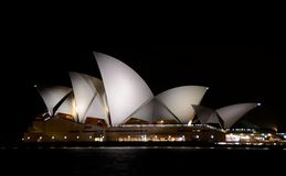 Teatro de la ópera de Sydney en la noche Imagenes de archivo