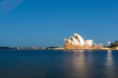 Teatro de la ópera de Sydney en la noche Foto de archivo libre de regalías