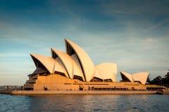 Teatro de la ópera de Sydney en la puesta del sol Foto de archivo