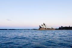 Teatro de la ópera de Sydney en la puesta del sol Imagen de archivo libre de regalías