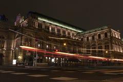 Teatro de la ópera en la noche Viena Austria Imagen de archivo libre de regalías