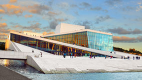 Teatro de la ópera Operahuset de Oslo fotografía de archivo libre de regalías