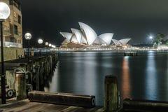 Teatro de la ópera de Sydney en la noche Fotos de archivo