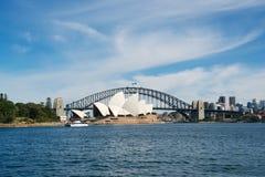 Teatro de la ópera Sydney y puente del puerto Fotografía de archivo libre de regalías
