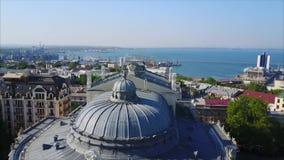 Teatro de la ópera y de ballet de la visión aérea almacen de video