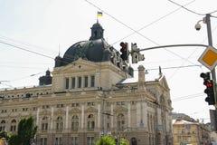 Teatro de la ópera y de ballet en centro de ciudad histórico Lviv, Ucrania Foto de archivo libre de regalías