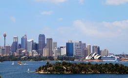 Teatro de la ópera y Sydney City foto de archivo