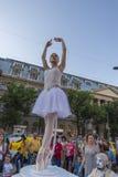 Teatro de la calle en B-FIT en la calle Bucarest 2015 Imagenes de archivo