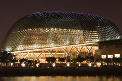 Teatro de la explanada de Singapur en la noche Imagenes de archivo