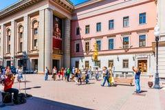 Teatro de Vakhtangov e fonte Turandot na rua de Arbat de Mosc Fotografia de Stock