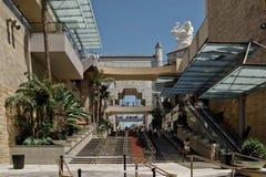 Teatro del centro comercial de la entrada del bulevar de Hollywood fotos de archivo