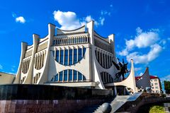 Teatro del drama en Grodno en el verano, Bielorrusia imagenes de archivo