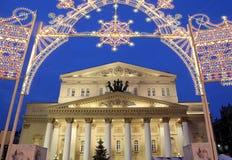 Teatro del teatro de Bolshoi (grande, grande o magnífico, Bolshoy también deletreado) iluminó a la Navidad en la noche Moscú, Rus Imagenes de archivo