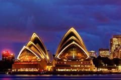 Teatro dell'Opera di Sydney al crepuscolo Immagini Stock