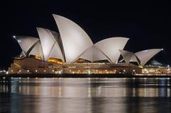 Teatro dell'Opera di Sydney alla notte Fotografia Stock Libera da Diritti