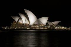 Teatro dell'Opera di Sydney alla notte in Australia Fotografia Stock Libera da Diritti