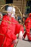 Teatro della via apra la prestazione costumed via di giovani attori fotografia stock libera da diritti