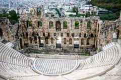 Teatro di Herodes dell'acropoli con la città di Atene a fondo Fotografie Stock