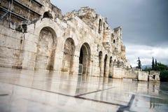 Teatro di Herodes dell'acropoli con la città di Atene a fondo Immagini Stock Libere da Diritti