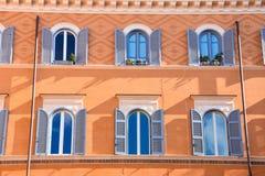 Teatro Di Pompeo Square χτίζοντας ζωηρόχρωμη πρόσοψη στοκ φωτογραφίες