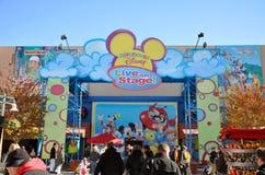 Teatro Disney vivo en la demostración de la etapa en Disney Fotografía de archivo