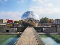 Teatro do cinema do geode IMAX no la Villette do parque 13 de outubro de 2015 em Paris, França imagens de stock royalty free