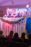 Teatro do fantoche das crianças Foto vertical blurry imagem de stock