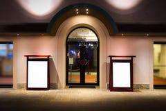 Teatro Front Entrance Billboard Mockup imágenes de archivo libres de regalías