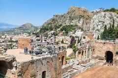 Teatro Greco e vista da cidade de Taormina Fotografia de Stock