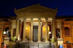 Teatro Máximo de Night Sicilia Italia Fotos de archivo