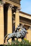 Teatro Máximo, Palermo, león de bronce Imágenes de archivo libres de regalías