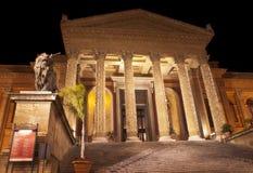 Teatro Máximo por noche imágenes de archivo libres de regalías