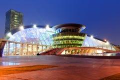 Teatro magnífico de Hangzhou en la oscuridad fotografía de archivo libre de regalías