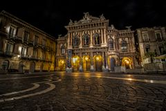 Teatro Massimo Bellini na noite fotos de stock