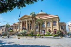 Teatro Massimo i Palermo, Sicilien royaltyfria foton