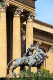 Teatro Massimo, Palermo, brązowy lew Obrazy Royalty Free