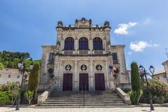 Teatro municipal de la ciudad anaranjada con dos nubes Fotografía de archivo