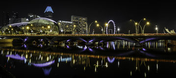 Teatro na noite, Singapura da esplanada Fotografia de Stock