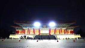 Teatro nacional Pasillo de Chiang Kai-Shek Memorial Hall en la noche en Taipei, Taiwán almacen de video