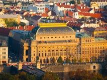 Teatro nazionale di Praga in repubblica Ceca - vista di sera dalla collina di Petrin Immagini Stock