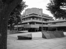 Teatro nazionale a Londra in bianco e nero fotografie stock