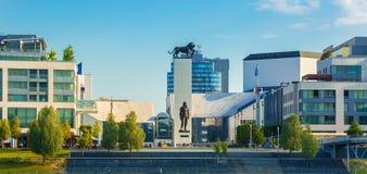Teatro nazionale slovacco sulla riva del fiume del Danubio nella capitale di Bratislava della Slovacchia Fotografia Stock Libera da Diritti