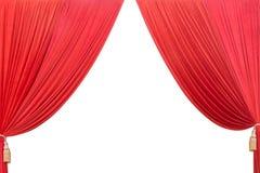 Teatro rojo de la cortina aislado en el fondo y la textura blancos Imagen de archivo libre de regalías